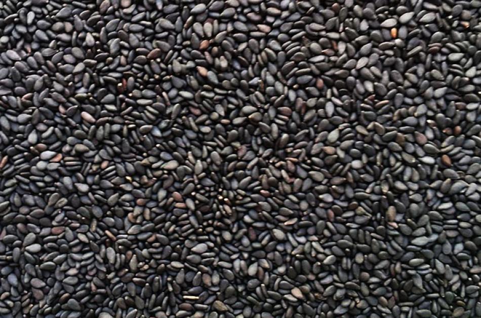 BLACK  AND BROWN SESAME SEEDS